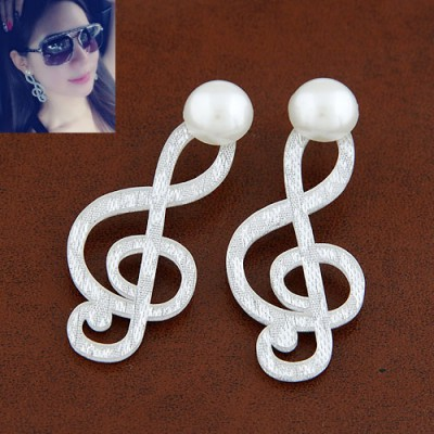 Authentic White Music Symbol Pearl Design Acrylic Stud Earrings