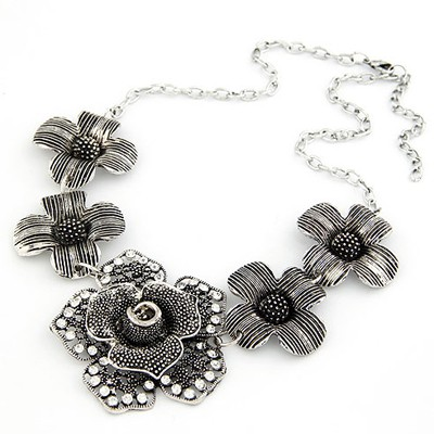 Expression Antique Silver Five Flowers Decorated Design Alloy Bib Necklaces