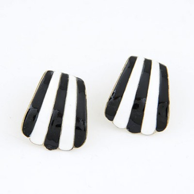 Specialty Black And White Double Colors Shell Shape Design Alloy Stud Earrings