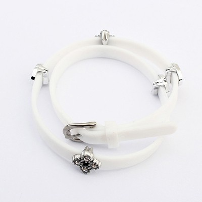 Venetian White Hollow Out Heart Decorated Design Plastic Korean Fashion Bracelet
