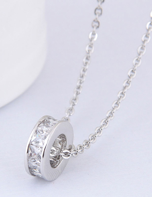 Elegant Silver Color Circular Ring Shape Decorated Necklace