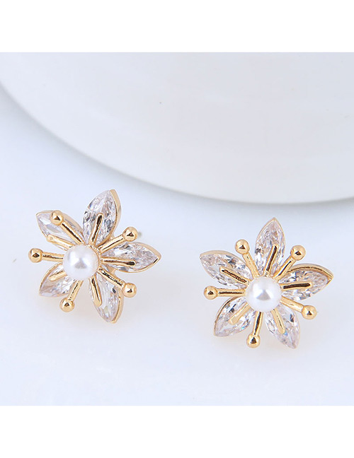 Sweet Gold Color Flower Shape Design Earrings