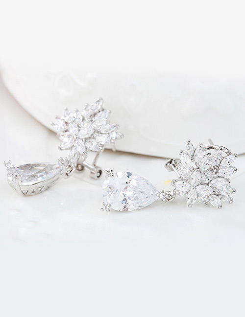 Fashion White Flowers Shape Decorated Long Earrings