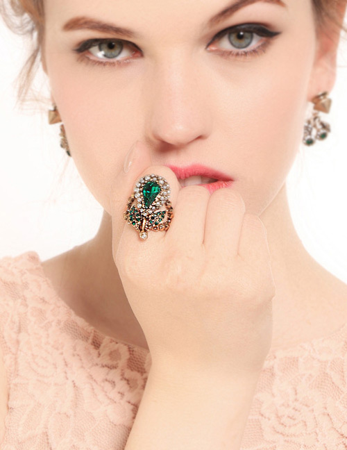 Fashion Green Water Drop Shape Decorated Ring