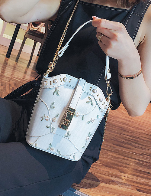 Fashion White Flowers Pattern Decorated Shoulder Bag
