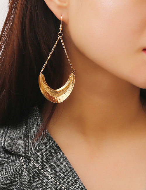 Elegant Gold Color Irregular Shape Pendant Decorated Earrings