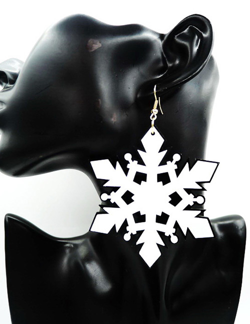 Fashion White Snowflower Shape Decorated Earrings