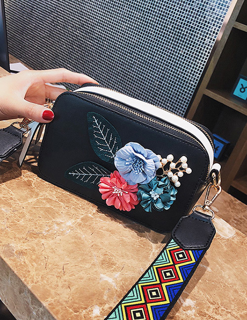 Fashion Black Flower Shape Decorated Shoulder Bag