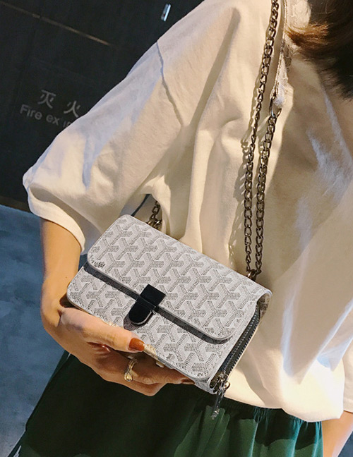 Elegant White Letter Pattern Decorated Shoulder Bag