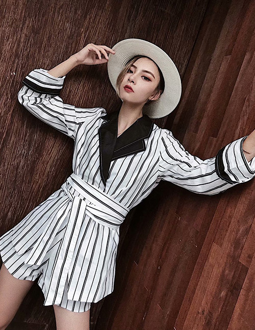 Fashion White Stripe Pattern Design Loose Coat