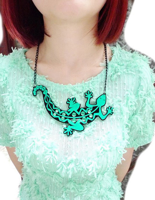 Fashion Green Lizard Shape Decorated Necklace