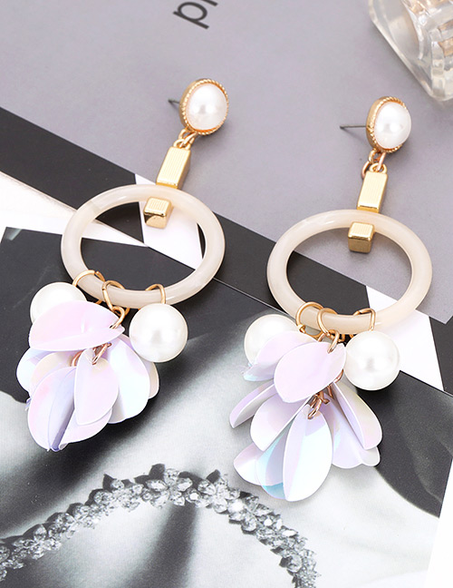 Elegant Beige Pearls&circular Ring Decorated Earrings