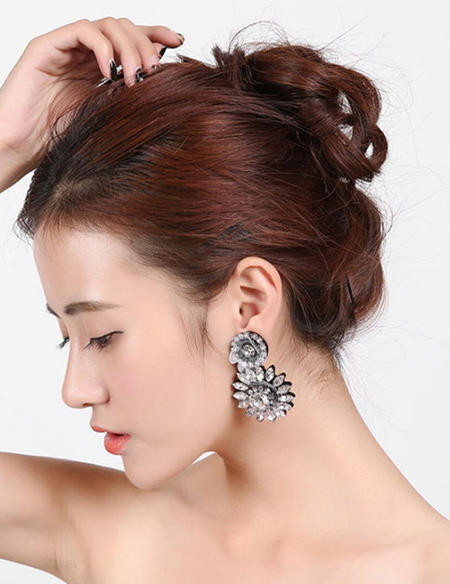 Fashion Transparent Flower Shape Decorated Earrings
