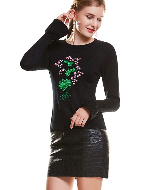 Elegant Black Embroidery Flower Decorated Sweater