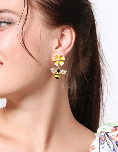 Fashion Gold Color Bee&flower Shape Decorated Earrings