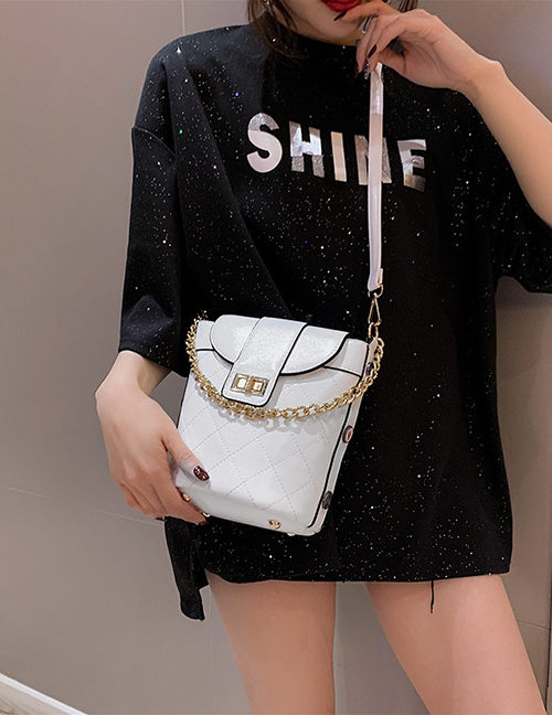 Fashion White Bucket Hand Chain:shoulder Diagonal Package
