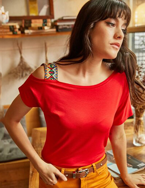 Fashion Red Off-the-shoulder T-shirt
