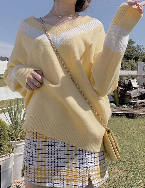 Fashion Yellow V-neck Pull-on Color Sweater