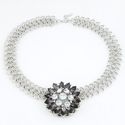 Disposable Black Elegant Flower Pendant Design Alloy Bib Necklaces
