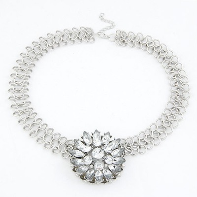 Tanzanite White Elegant Flower Pendant Design Alloy Bib Necklaces