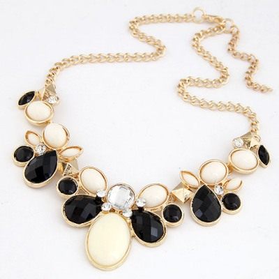 Hanging Black gemstone flower Decorated Alloy Bib Necklaces