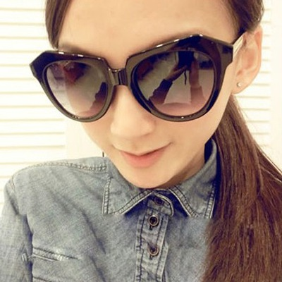 Monogramme Black Geometric Shape Frame Pc Women Sunglasses