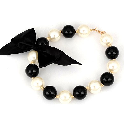 Highwaist Black And White Bowknot Decorated Design Pearl Beaded Necklaces