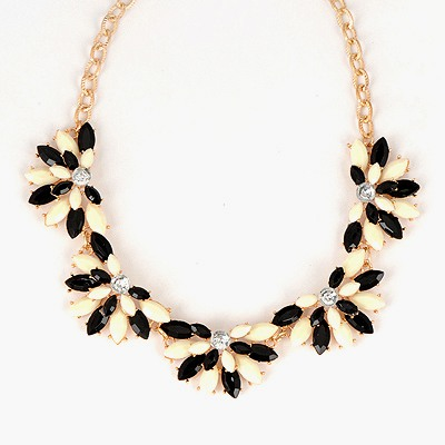 Lucky Black And White Flower Shape Gemstone Design Alloy Bib Necklaces