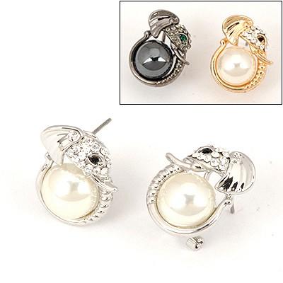 Decorative Color Will Be Random Elephant Head Pearl Design Alloy Stud Earrings