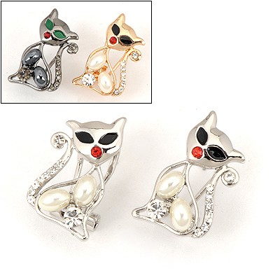 Roll Color Will Be Random Sexy Cat Shape Design Alloy Stud Earrings