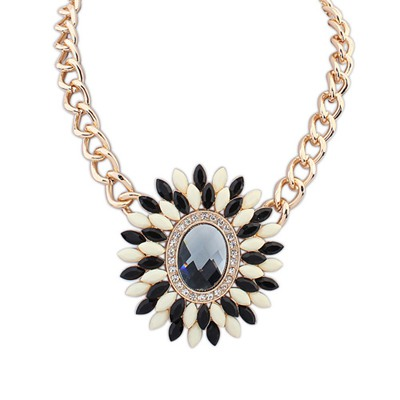 Winter Black And White Oval Shape Decorated With Gemstone Pendant Design Alloy Bib Necklaces