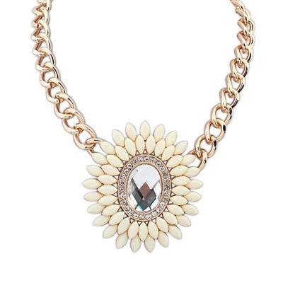 Shining Beige Oval Shape Decorated With Gemstone Pendant Design Alloy Bib Necklaces