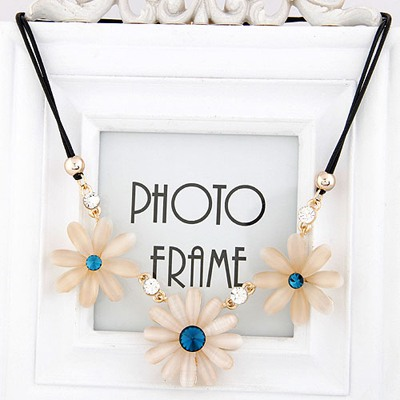 Pleated Blue Three Flower Gemstone Pendant Design Alloy Bib Necklaces