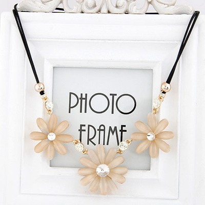 Cranes White Three Flower Gemstone Pendant Design Alloy Bib Necklaces