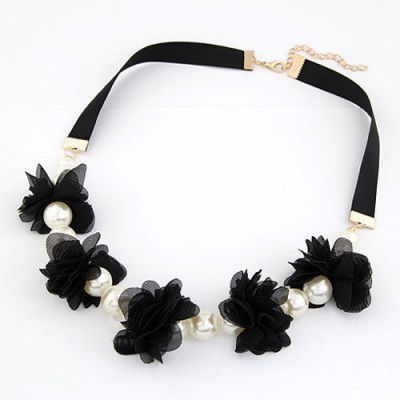Minted Black Sweet Flower Pearl Decorated Pearl Bib Necklaces