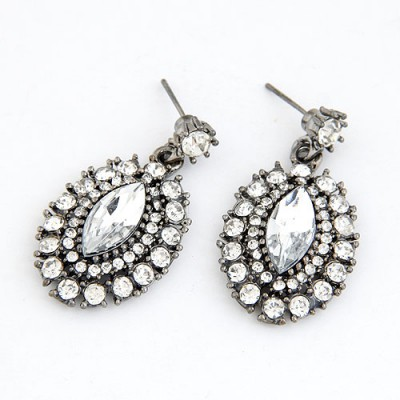 Renaissanc White Full Of Sparkly Diamond Oval Shape Design