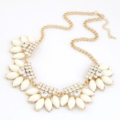 Best White Metal Inlaid Diamond Flower Design Alloy Bib Necklaces