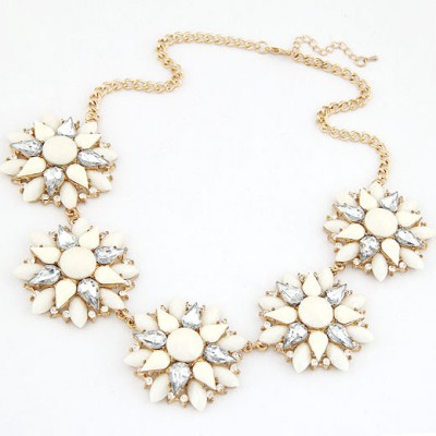 Renaissanc Beige Multilayer Petals Five Flowers Decorated Alloy Bib Necklaces