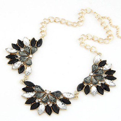 Faddish black gemstone decorated flower shape design