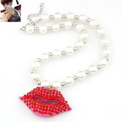 Wholesale plum red pearl decorated lip pendant design alloy Bib Necklaces