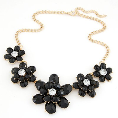 Diabetic black gemstone decorated flower design alloy Bib Necklaces