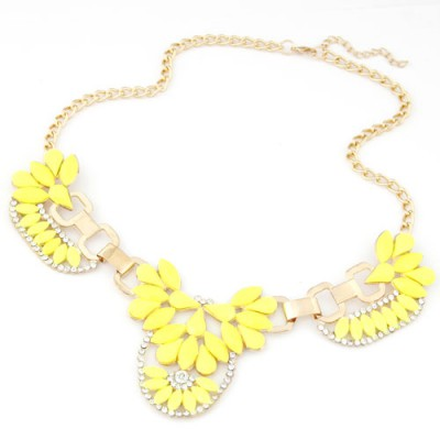 Convertibl yellow gemstone decorated flower design