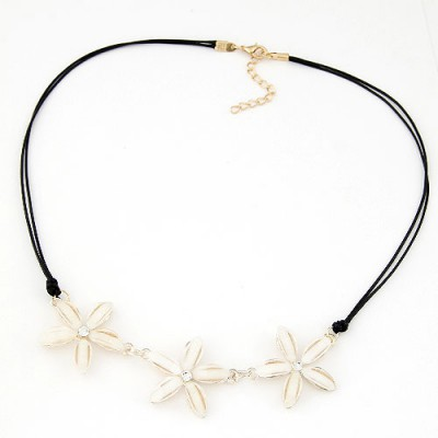 Organic white flower decorated simple design alloy Bib Necklaces