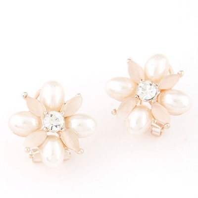 Aamazing white pearl decorated flower design alloy Stud Earrings