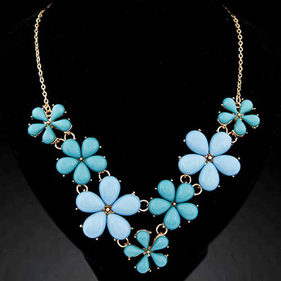 Exquisite light blue gemstone decorated flower design