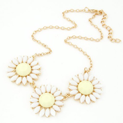 Antique beige gemstone decorated flower design alloy Bib Necklaces