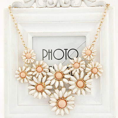 Dreamlike light pink gemstone decorated flower design alloy Bib Necklaces