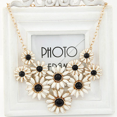 Friendly black gemstone decorated flower design alloy Bib Necklaces
