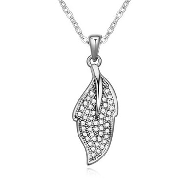 Electronic White Diamond Decorated Leaf Pendant Design Alloy Crystal Necklaces