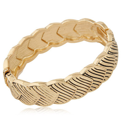 Expensive Bronze Heart Shape Decorated Simple Design Alloy Fashion Bangles